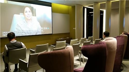 Patients watch a video clip that shows successful stories of childbirth using frozen eggs at a waiting room in CHA Fertility Center near Seoul Station on March 9, 2016. (Image : Yonhap)