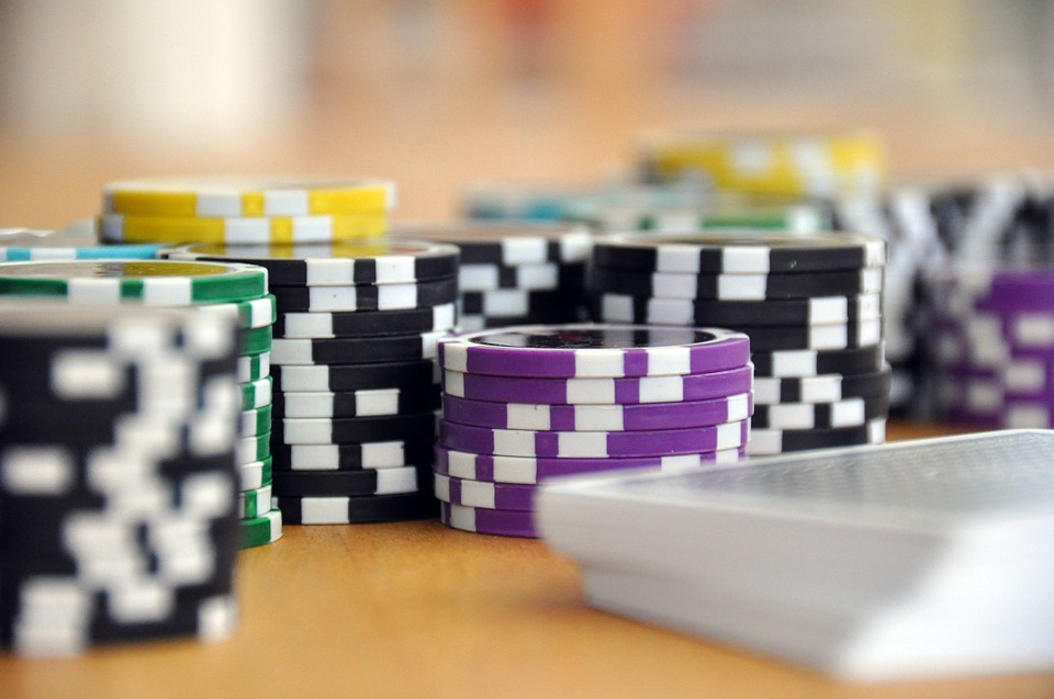 Recent data suggests that violent crimes related to gambling are on the rise. Gambling addiction is become an increasingly important social issue, as casinos and sports or internet gambling are becoming popular regardless of age. (Image : Pixabay)