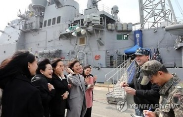 US Cruiser 'Mobile Bay' Oopens to Public at Mokpo Port