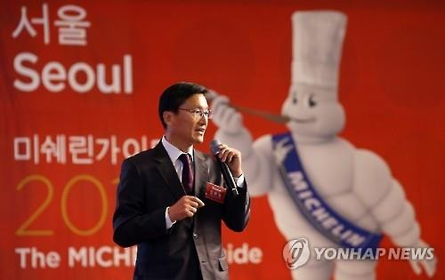 Kim Bo-hyung, the country manager of Michelin Korea, announnces the plan to publish the Micheline Guide on hotels and restaurants in Seoul during a press conference in Seoul on March 10, 2016. (Image : Yonhap)