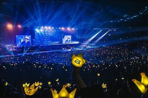 Fans cheer for K-pop boy band BigBang in the Seoul encore concert at Olympic Gymnastics Arena in Seoul's Olympic Park, on March 6, 2016. (Image : YG Entertainment)