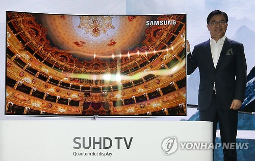 According to IBM's 'Watson Trend' mobile application, AI supercomputer Watson gave one of Samsung's televisions 100 points, which was the highest score among all of the top brands. (Image : Yonhap)