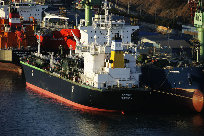 After suffering record losses last year, South Korean shipbuilders may have to brace for yet another tough year based on a prolonged global slump stemming from low oil prices and tougher competition with Chinese rivals, sources said Monday. (Image : Kobizmedia / Korea Bizwire)
