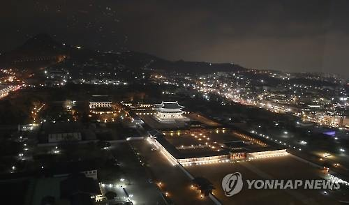 An aerial view of Gyeongbok Palace in Seoul, which is open from 7-10 p.m. from March 1 to April 4, 2016. (Image : Yonhap)