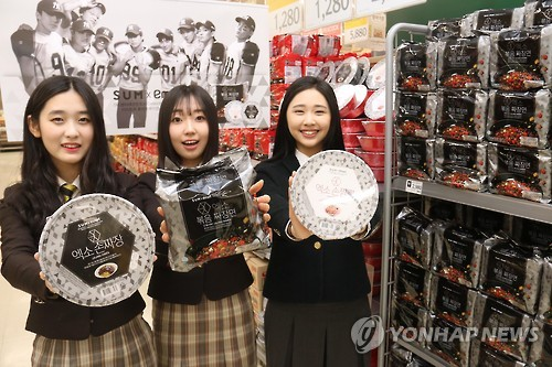 Emart has announced that it will launch private brand products created in collaboration with SM Entertainment. The products will be sold at Emart Mall and 140 Emart stores nationwide from March 3. (Image : Yonhap)