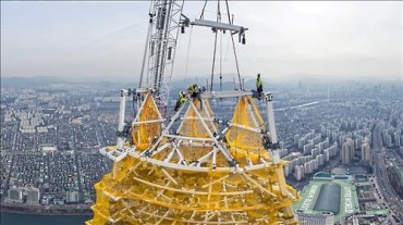 Lotte World Tower Reaches Record-Breaking 555 Meters