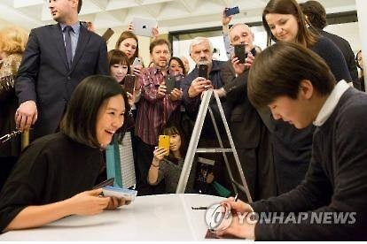 Pianist Cho Seong-jin signs autographs for fans in Poland on March 1, 2016.(Image : Yonhap)