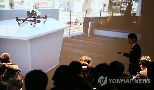 Phantom 4, the newest product from Chinese drone manufacturer DJI, is displayed in Seoul on March 11, 2016, at a press event. The company will open its first overseas flagship store in South Korea on March 12. (Image : Yonhap)