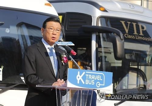Park Sam-ku, the chief of the Visit Korea Committee, speaks during a launching ceremony for K-travel Bus, an inter-city bus service that includes tour packages, in downtown Seoul, on March 25, 2016. (Image : Yonhap)