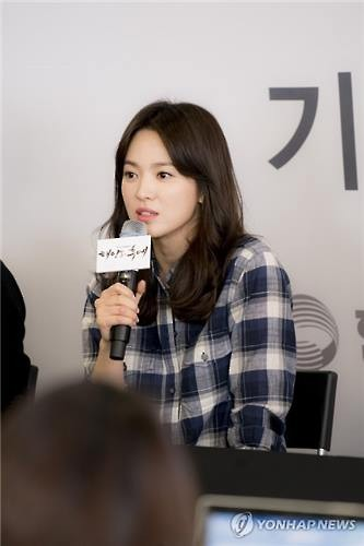 Actress Song Hye-kyo speaks to reporters at Hyundai Motorstudio in Seoul on March 16, 2016. (Image : Yonhap)