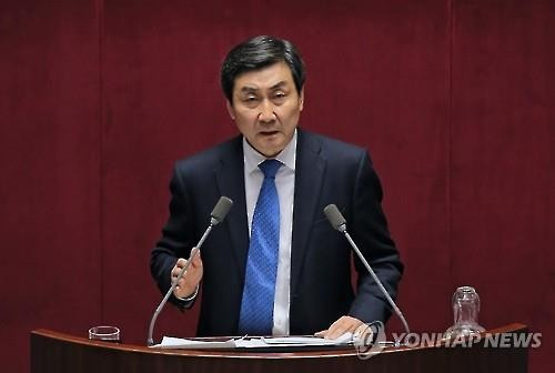 Lee Jong-kul, floor leader of the main opposition Minjoo Party of Korea, speaks at the National Assembly on March 2, 2016, as part of the party's filibuster against an anti-terrorism bill. (Image : Yonhap)