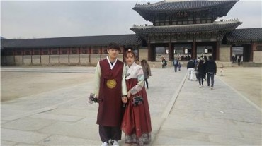 Time-Honored Hanbok Attire in Vogue among Young S. Koreans