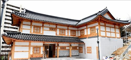 The Nowon district of Seoul announced that it will open a public day care center in September. The Surak Hanok day care center will be housed in a hanok below Surak mountain. (Image : Nowon District)