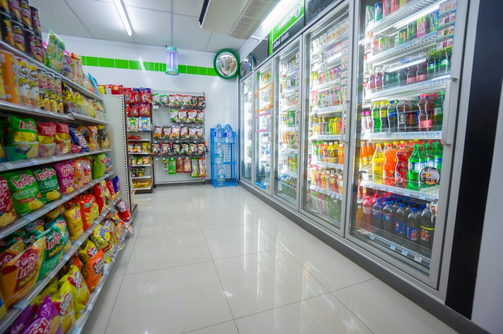 Despite the depressed distribution industry and a nationwide economic slowdown, convenience stores and mobile shopping sites are showing double digit growth. (Image : Aleph Studio / Shutterstock.com)
