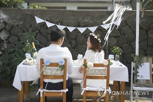 The number of women getting married without a job or while they were still students has declined sharply over the past 10 years. (Image : Yonhap)
