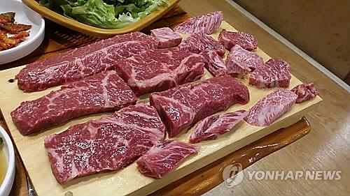 South Koreans' meat consumption has increased a large extent for the past few decades but still lags far behind the average intake of other advanced countries, a government report showed Friday. (Image : Yonhap)