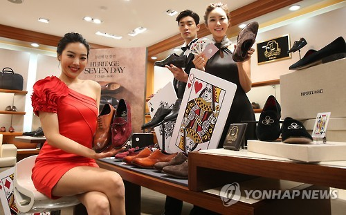 With Koreans adopting more of a western diet, their bodies are also being transformed, and sales of 'big size' shoes and clothing are on the rise. (Image : Yonhap)