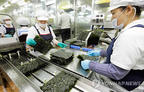Exports of dried and seasoned seaweed products have increased dramatically after they won the hearts of Chinese consumers. (Image : Yonhap)