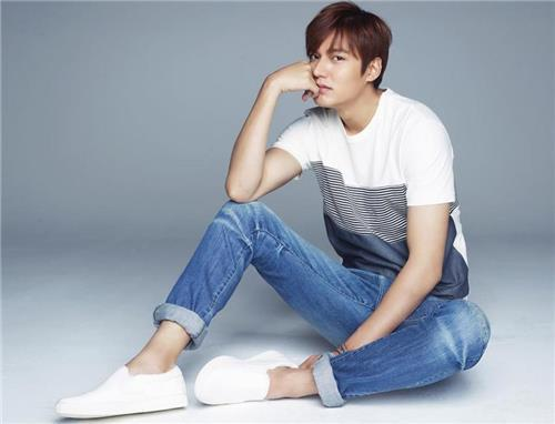 Actor Lee Min-ho was greeted by over 20,000 fans at promotional events in the Philippines for a global fashion brand that he models, his star agency said Sunday. (Image : Yonhap)