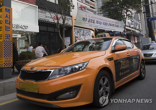 New technology that gathers weather information from taxis operating in the city will soon be available. (Image : Yonhap)