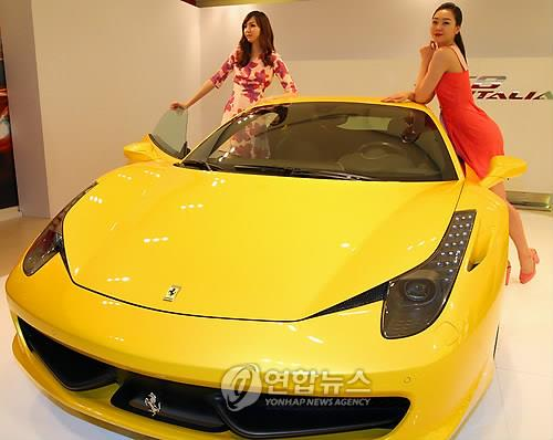 Lowie Vermeersch, who was selected as one of the 25 most influential car designers in 2010, was the second speaker. The designer of Ferrari's '458 Italy' and Maserati's 'Birdcage' mentioned 'reality' and 'harmony with the engineers'.  (Image : Yonhap)