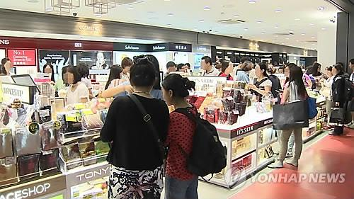 Sales of Korean cosmetics abroad have shown dramatic growth over the past few years, with exports now eclipsing the three trillion won mark. (Image : Yonhap)