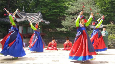Korean Palaces Revitalized by Traditional Art Performances