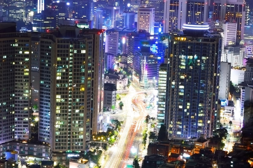 The civic groups fiercely criticized the conglomerates for holding on to their unspent cash surpluses last year, when the Korean economy was sluggish and low-income earners were tightening their belts. (image: night view of Seoul/ credit: Kobizmedia/Korea Bizwire)