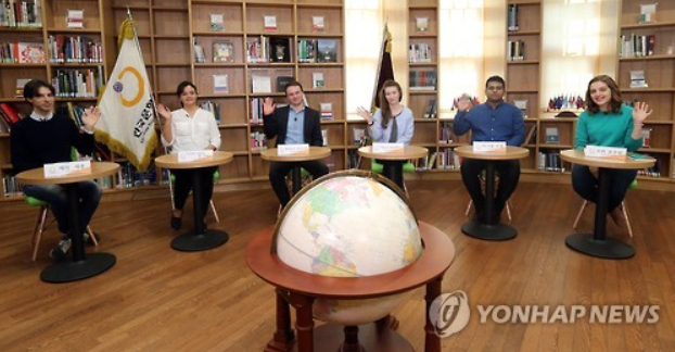Six translators discuss Korean literature translation in a panel discussion that is organized by the Literature Translation Institute of Korea and held at the Seoul Metropolitan Library on April 18, 2016. (Yonhap)