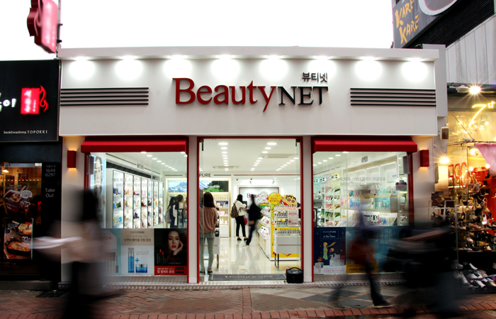 "Able C&C Co., which created the boom for the single brand shop with Missha, has recently opened a multi-brand shop called ""Beauty Net"". (image: Able C&C)"