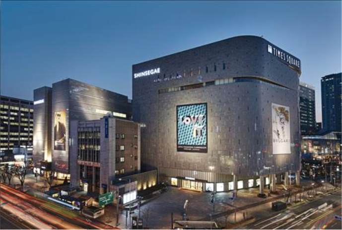 Major department stores like Shinsegae are hosting well-known restaurant franchises at their outlets. (image: Shinsegae)