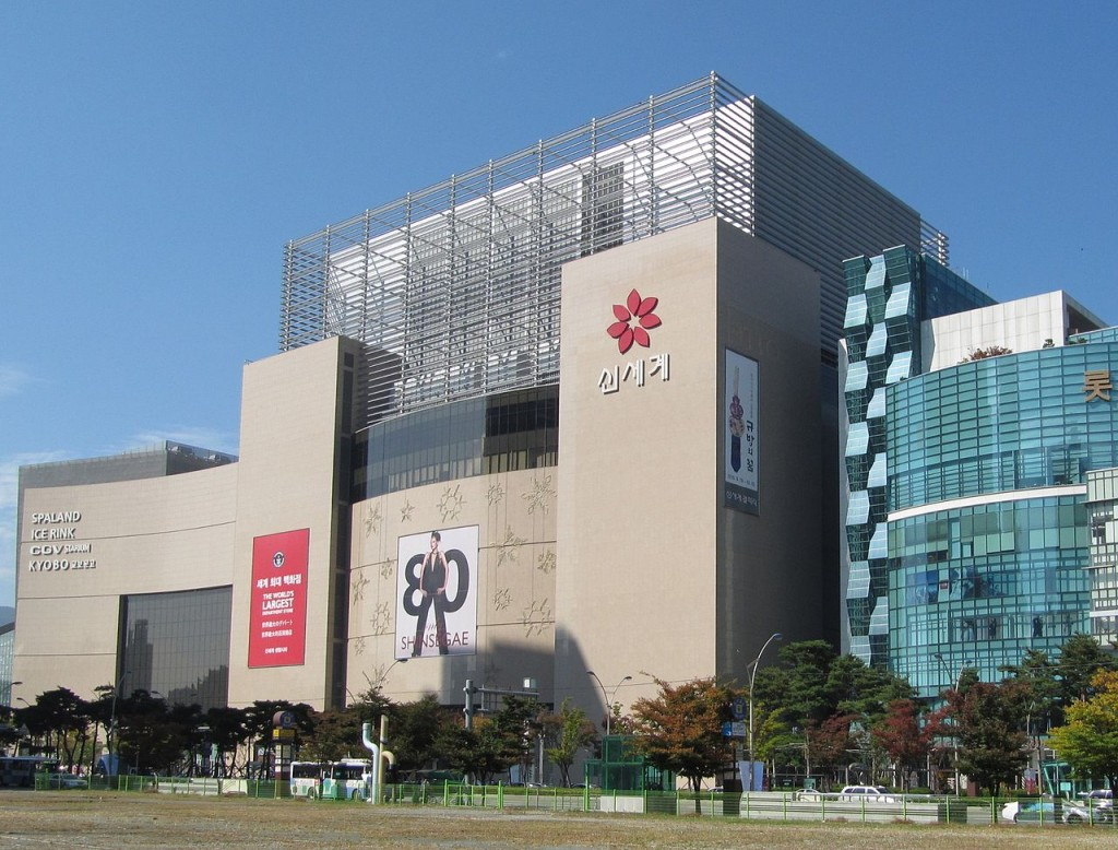 Shinsegae Centum City also saw an increase in male shoppers of 15.8 percent from this January to April compared to the same period last year. (image: Wikipedia)