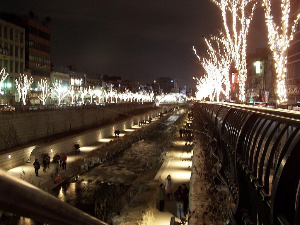 Cheonggyecheon at night. (image: Wikipedia)