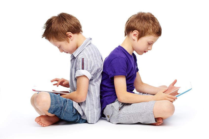 The team found that children who are exposed to smartphones at an earlier age have a higher frequency of depression and anxiety, as well as stronger aggression. (image: KobizMedia/ Korea Bizwire)