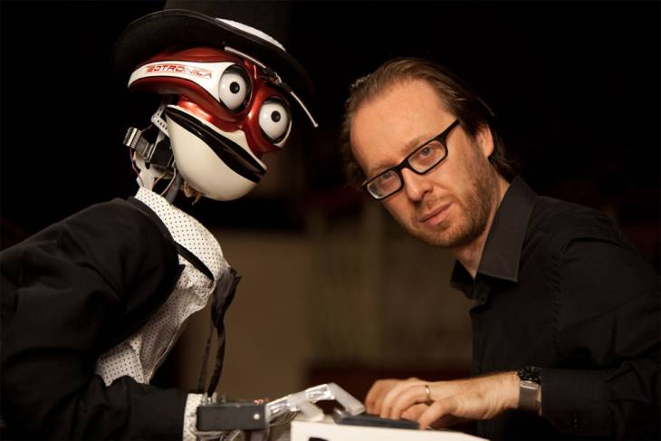 The performers were Italian pianist Roberto Prosseda, and a robot-pianist called Teo Tronico. (image: Seongnam Arts Center)