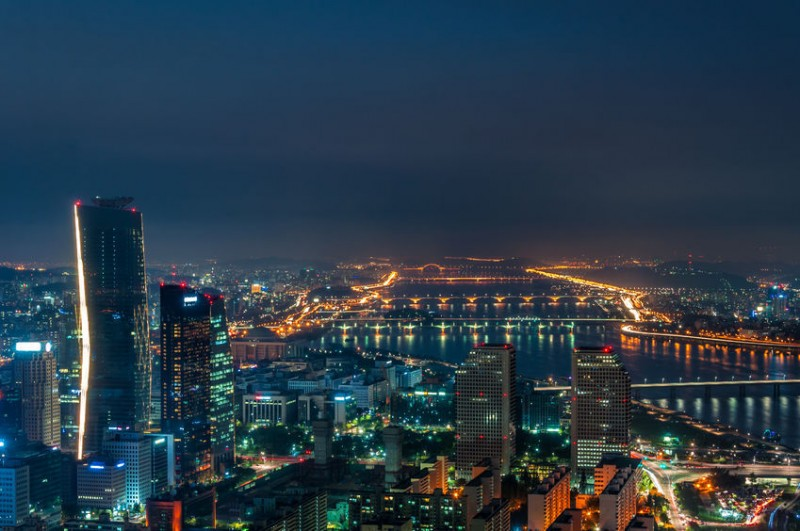 Draining Lifestyle Drives Citizens out of Seoul