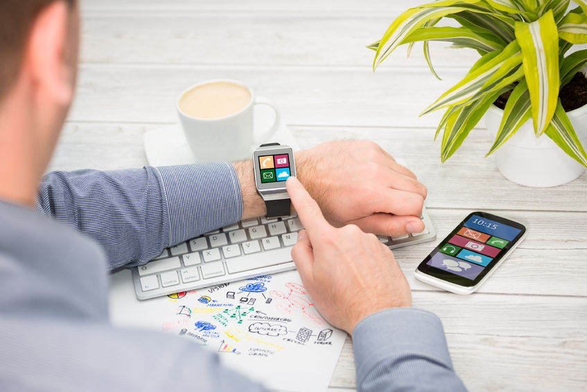 According to a market research institute, Strategy Analytics, the global shipment of smartwatches for Q1 2016 was 4.1 million units, which was an increase from Q1 2015 (1.3 million) but a 50 percent decrease from Q4 2015 (8.1 million units). (image: KobizMedia/ Korea Bizwire)