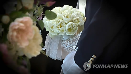 Longer periods of unemployment postponed the average age of marriage. (image: Yonhap)