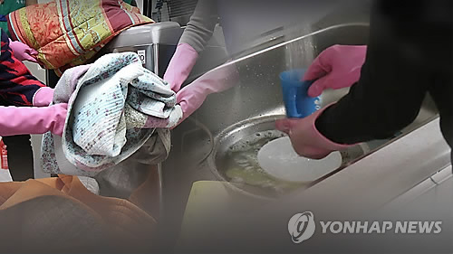 There are an estimated 120,000 to 150,000 housemaids currently working in Korea. (image: Yonhap)