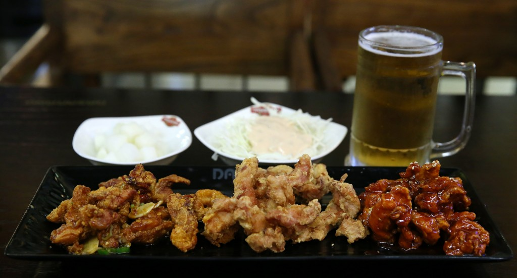 Chimaek (a Korean abbreviation for fried chicken and beer), is one of Korea's most popular food cultures. (image: Wikipedia)