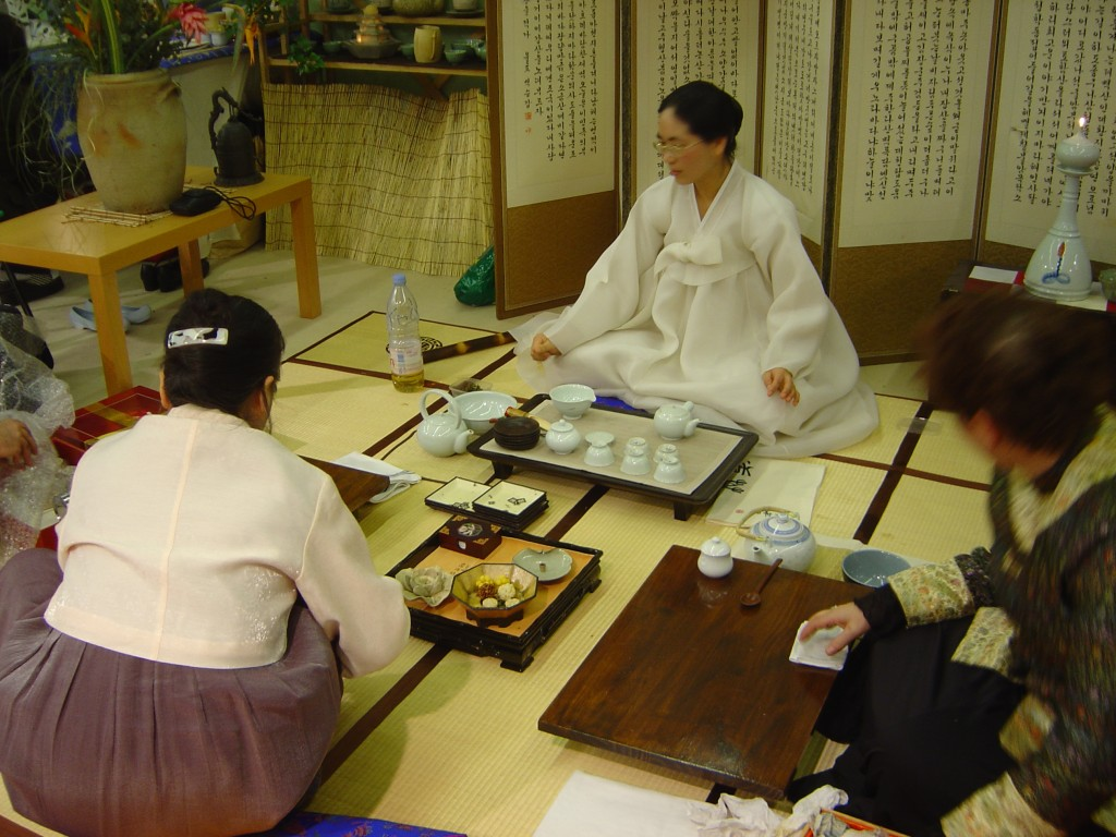 Korean traditional tea ceremony. (image: Wikipedia)