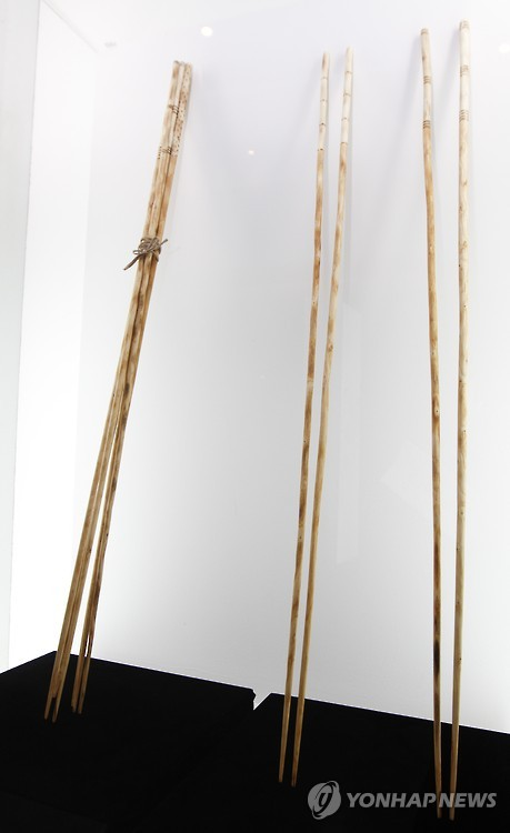 One-meter-long chopsticks at 2015 Chopsticks Festival.