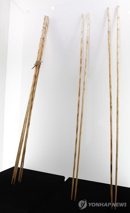 One-meter-long chopsticks at 2015 Chopsticks Festival.