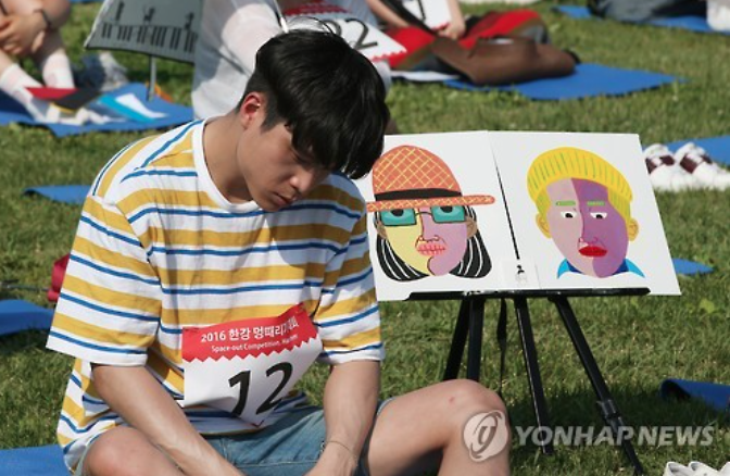 """Modern day people who use smartphones 24/7 are overworking their brains,"" said Ms. Oops. ""I wanted this competition to be a public performance that shows resting our brains or being spaced-out is not just a waste of time but can also result in something more productive."" (image: Yonhap)"