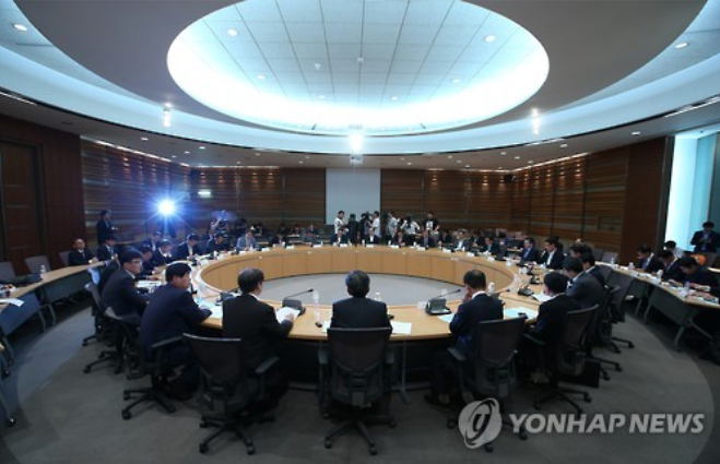 A meeting of vice minister-level officials is under way in Seoul on May 20, 2016, to discuss the introduction of performance-based salary system in public companies. (image: Yonhap)