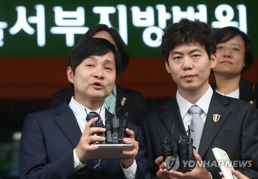 On May 25, the president of Seoul Western District Court Tae Jong Lee took the final decision to dismiss an appeal made by the celebrity same-sex couple of film director Jo Gwang Su Kim (age 51) and 'Rainbow Factory' representative Seung Hwan Kim (age 32) in Seodaemun-gu. (Image Courtesy of Yonhap)