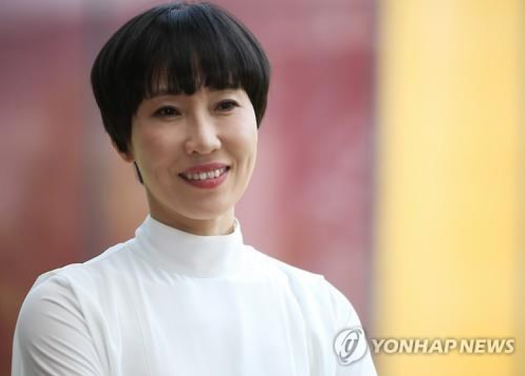 Novelist Yu Jeong Jeong, famous for '7 Years of Night' and '28', released a brand new novel on May 16 titled 'The Origin of Species' that has been well received in literary circles. (Image Courtesy of Yonhap)