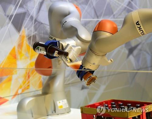 The report pointed out that workers can learn new skills and take advantage of technology to evade unemployment, and more importantly, that technological change is often what creates new jobs. (Image Credit: Yonhap)