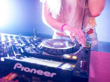 Korea's Female DJ Releases Debut Album with Warner Music