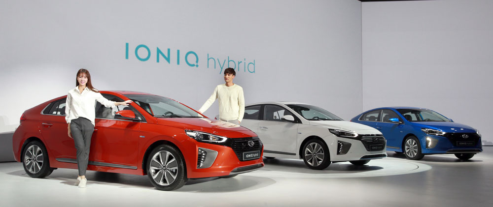 Hyundai's Ioniq pure-electric vehicle (EV) is estimated to travel 191 km on a single charge, which is upwards of 100 km longer than other electric cars on sale in South Korea at present. (Image courtesy of Hyundai Motor)